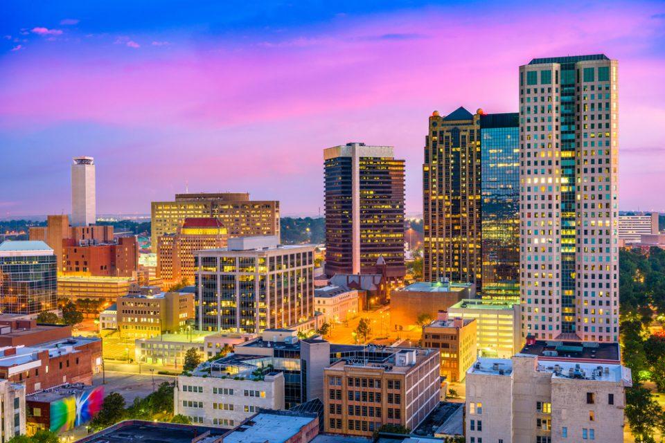 Estados Unidos: Becas Para Pregrado en Cualquier curso de asignaturas ofrecido por la universidad University of Alabama